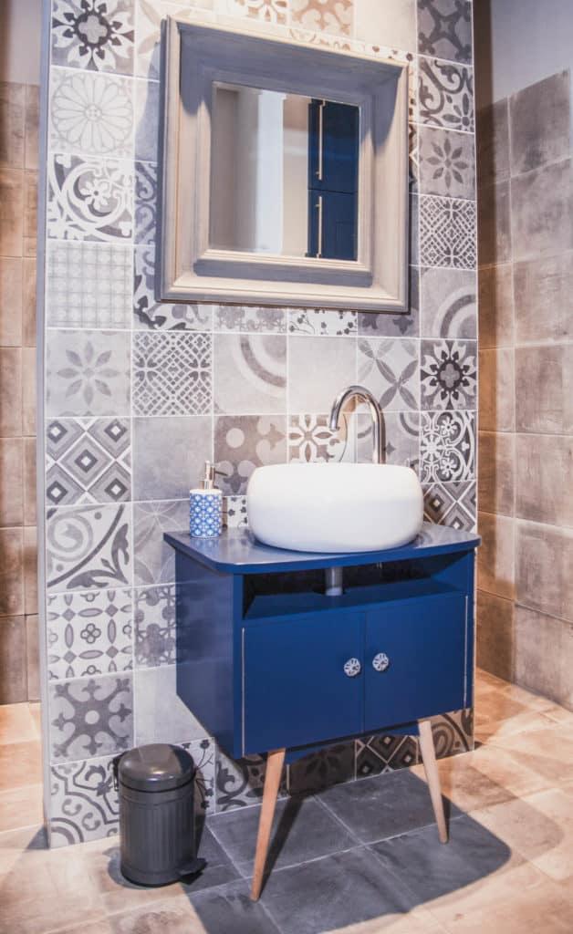 Vakantiehuis met vintage accenten-badkamer